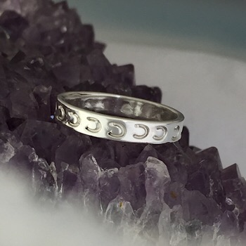 JM653SS Sterling Silver Band Ring With Stamped Horseshoes