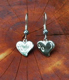 JM609SSERFrenchWire Hoof Prints on the Heart Earrings